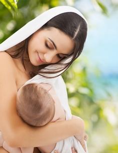 Allattamento al seno - Una Donna allatta il proprio bambino